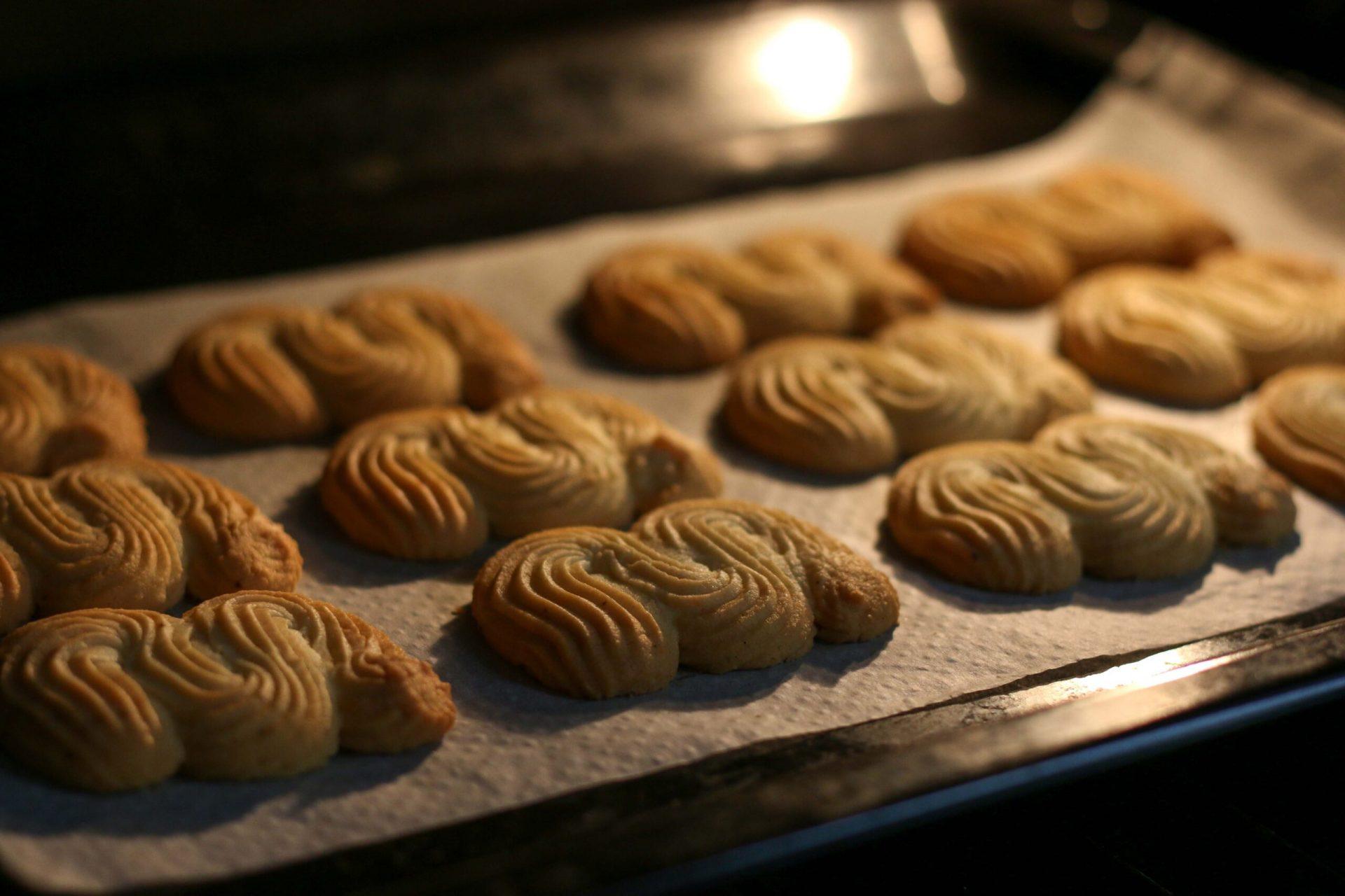 עוגיות שפריץ חמאה ושוקולד